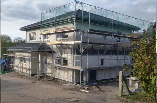 Rohbau mit Dach, Hausbau mit Streif
